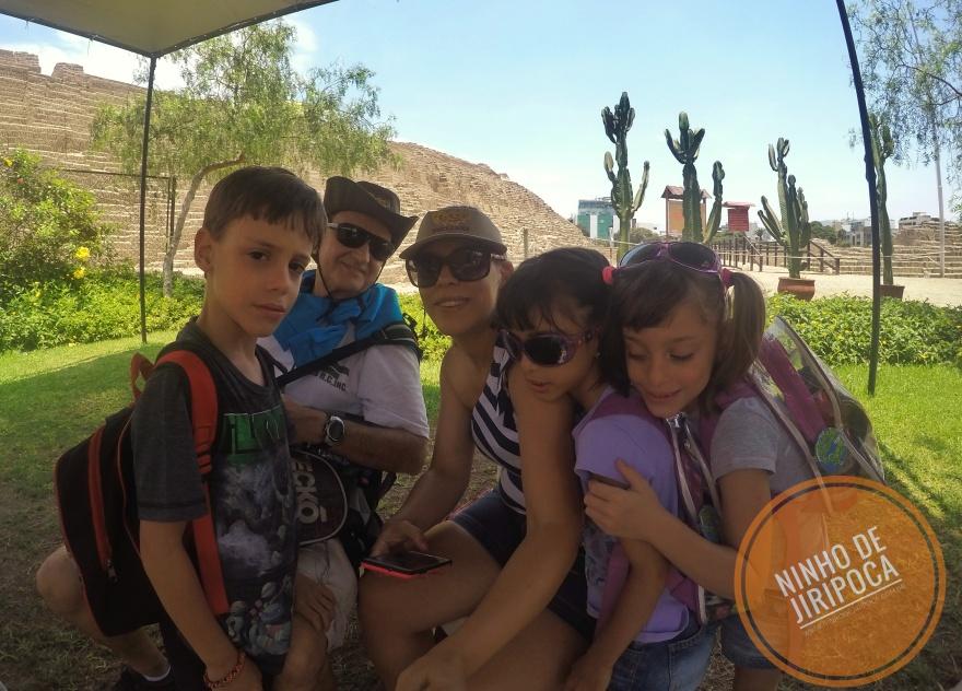 Huaca Pucllana em Lima com crianças