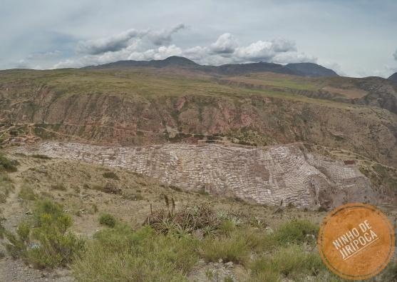 Vista geral das Salineras de Maras no Peru