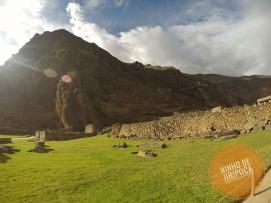 Ruinas Incas de Ollantaytambo com crianças